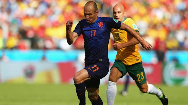 Dutch beat Chile 2-0 to top Group B