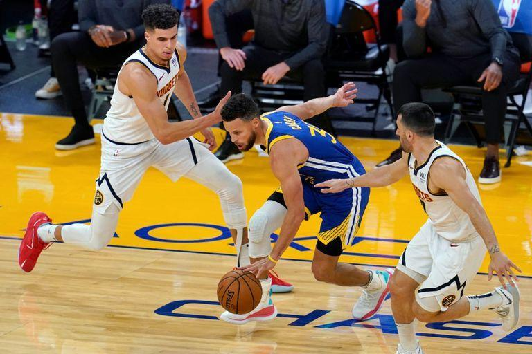 Maneja Stephen Curry; Campazzo intenta marcar al histórico base de los Warriors