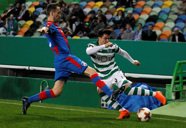 Soccer Football - Europa League Round of 16 First Leg - Sporting CP vs Viktoria Plzen - Estadio Jose Alvalade, Lisbon, Portugal - March 8, 2018 Sporting's Marcos Acuna in action with Viktoria Plzen's Radim Reznik REUTERS/Rafael Marchante