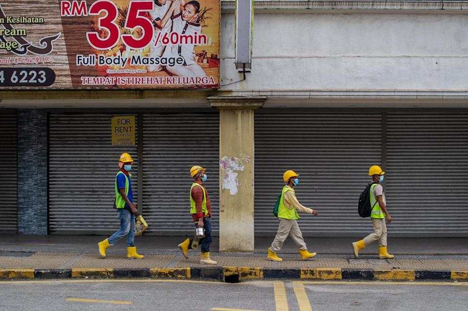 Foreign construction workers are pictured in Kuala Lumpur January 20, 2021. Datuk Amar Douglas Uggah said the Sarawak government's operations against illegal immigrants, especially at construction sites and oil palm plantations, are under constant review. — Picture by Shafwan Zaidon