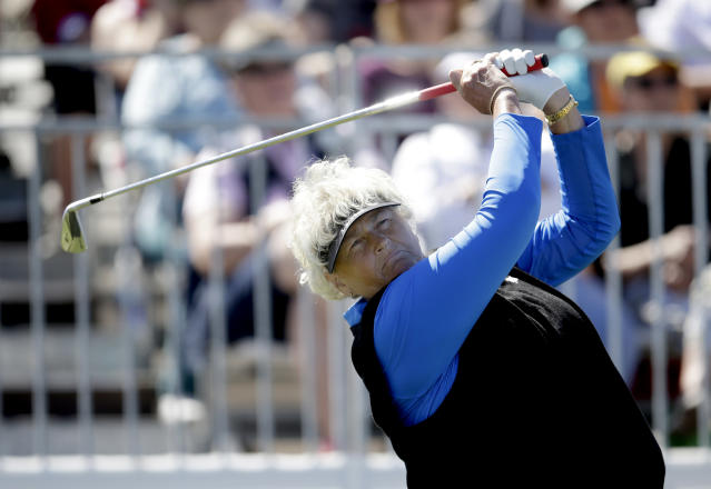Laura Davies tees off on the first hole during the final round of a LPGA golf tournament on Sunday, March 18, 2018, in Phoenix. (AP Photo/Rick Scuteri)