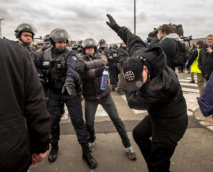Policemen arrest a supporter of the Pegida movement (Patriotic Europeans Against the Islamisation of the Occident) during a demonstration in Calais, northern France on February 6, 2016 (AFP Photo/Philippe Huguen)