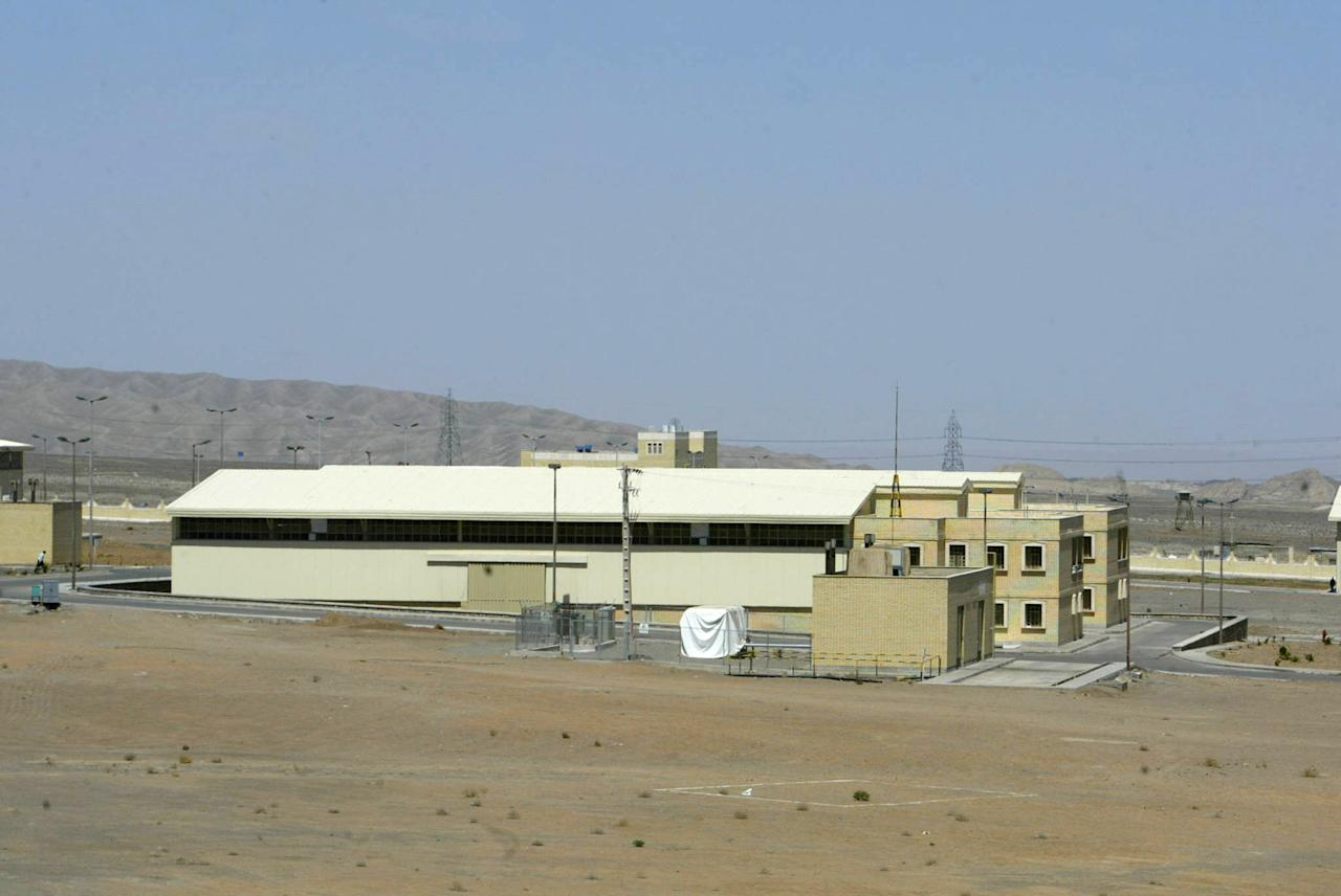 A general view shows the Iranian nuclear power plant of Natanz on March 30, 2005 (AFP Photo/Henghameh Fahimi)