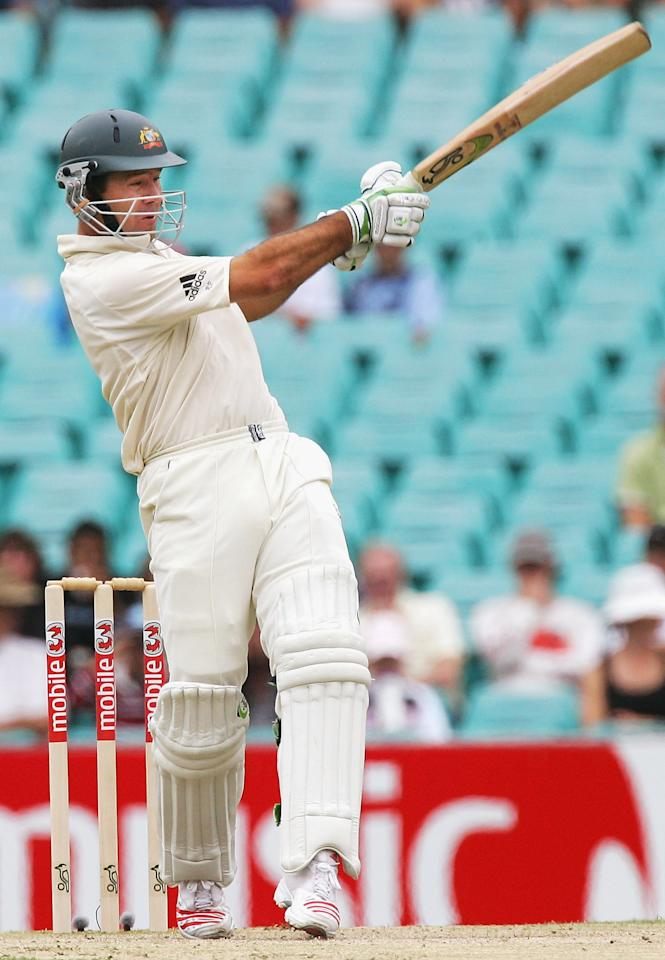 SYDNEY, NSW - JANUARY 04:  Ricky Ponting of Australia pulls for four during day three of the Third Test between Australia and South Africa played at the SCG on January 4, 2006 in Sydney, Australia.  (Photo by Hamish Blair/Getty Images)