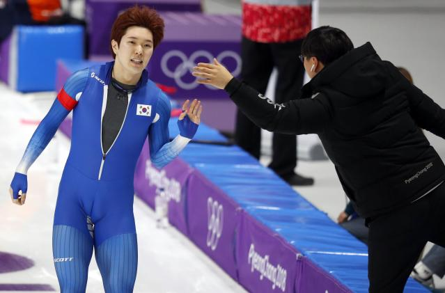 Speed Skating - Pyeongchang 2018 Winter Olympics - Men's 1000m competition finals - Gangneung Oval - Gangneung, South Korea - February 23, 2018 - Tae-Yun Kim of South Korea gestures after the heat. REUTERS/Phil Noble