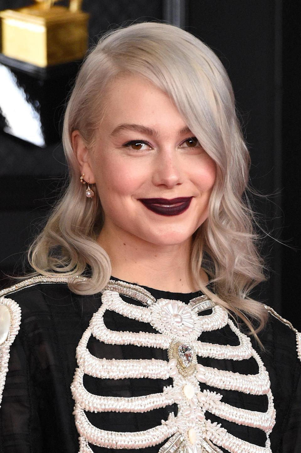 """<h1 class=""""title"""">Phoebe Bridgers' Soft Goth Grammys Look Is Pitch Perfect</h1><cite class=""""credit"""">Getty Images</cite>"""