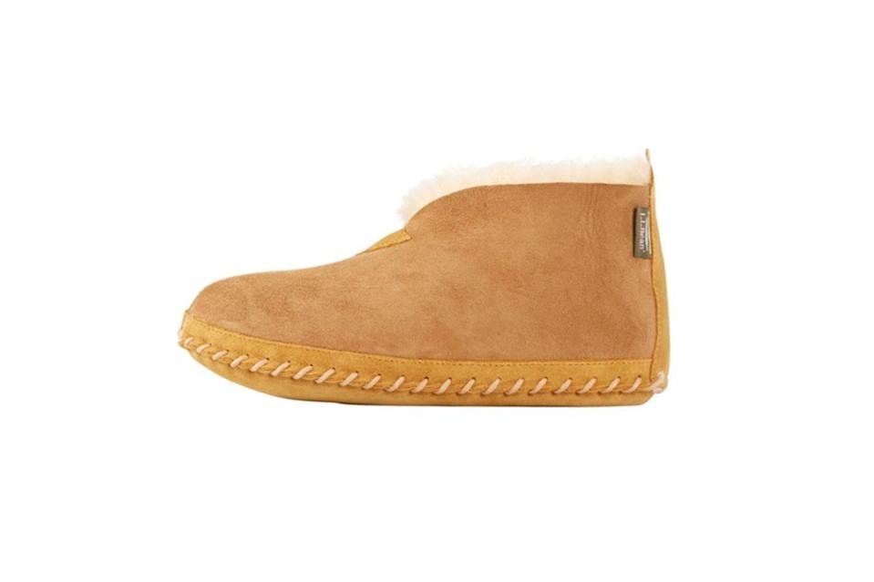 """$89, L.L.Bean. <a href=""""https://www.llbean.com/llb/shop/18999?page=men-s-wicked-good-slippers&bc=474-629&feat=629-GN1&csp=f"""" rel=""""nofollow noopener"""" target=""""_blank"""" data-ylk=""""slk:Get it now!"""" class=""""link rapid-noclick-resp"""">Get it now!</a>"""