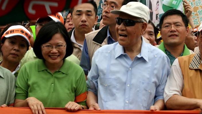 Current President Tsai (left) was a protege of Lee (right)