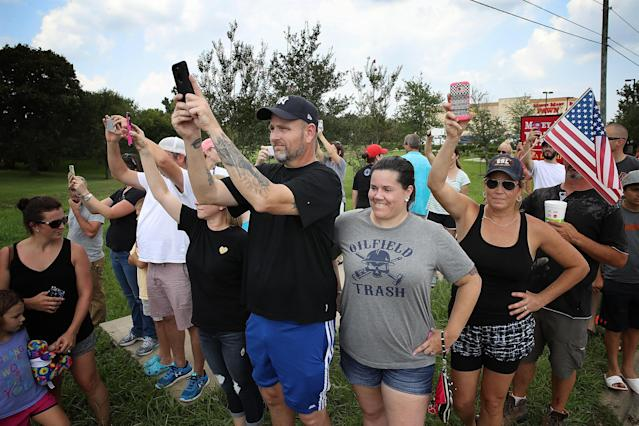 <p>Residents of the Pearland, Texas area watch as President Donald Trump's motorcade leaves the First Church of Pearland September 2, 2017 in Pearland, Texas. (Photo: Win McNamee/Getty Images) </p>