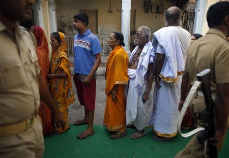 People wait to cast their vote at a polling station in the final phase of the general election in Varanasi in the northern Indian state of Uttar Pradesh May 12, 2014. REUTERS/Ahmad Masood