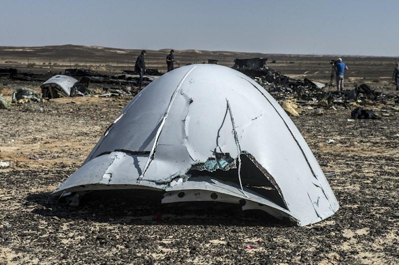 Debris of the A321 Russian airliner lie on the ground after the plane crashed in Wadi al-Zolomat, a mountainous area in Egypt's Sinai Peninsula, on November 1, 2015 (AFP Photo/Khaled Desouki)