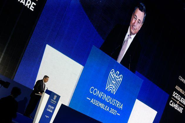 ROME, ITALY - 2021/09/23: The president of the Council of Ministers Mario Draghi speaks at the annual conference of Confindustria, at the Palazzo dello Sport. Confindustria, is the Italian employers' federation and national chamber of commerce. (Photo by Vincenzo Nuzzolese/SOPA Images/LightRocket via Getty Images) (Photo: SOPA Images via Getty Images)
