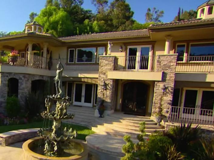 The show pans over a home that's posed as Jenner's house.