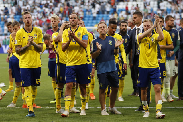 <p>Swedish players applaud at Sweden's fans after losing to England </p>
