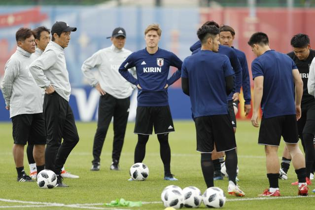 Soccer Football - World Cup - Japan Training - Japan Team Training Site, Kazan, Russia - June 20, 2018 Japan's coach Akira Nishino and players during training REUTERS/John Sibley