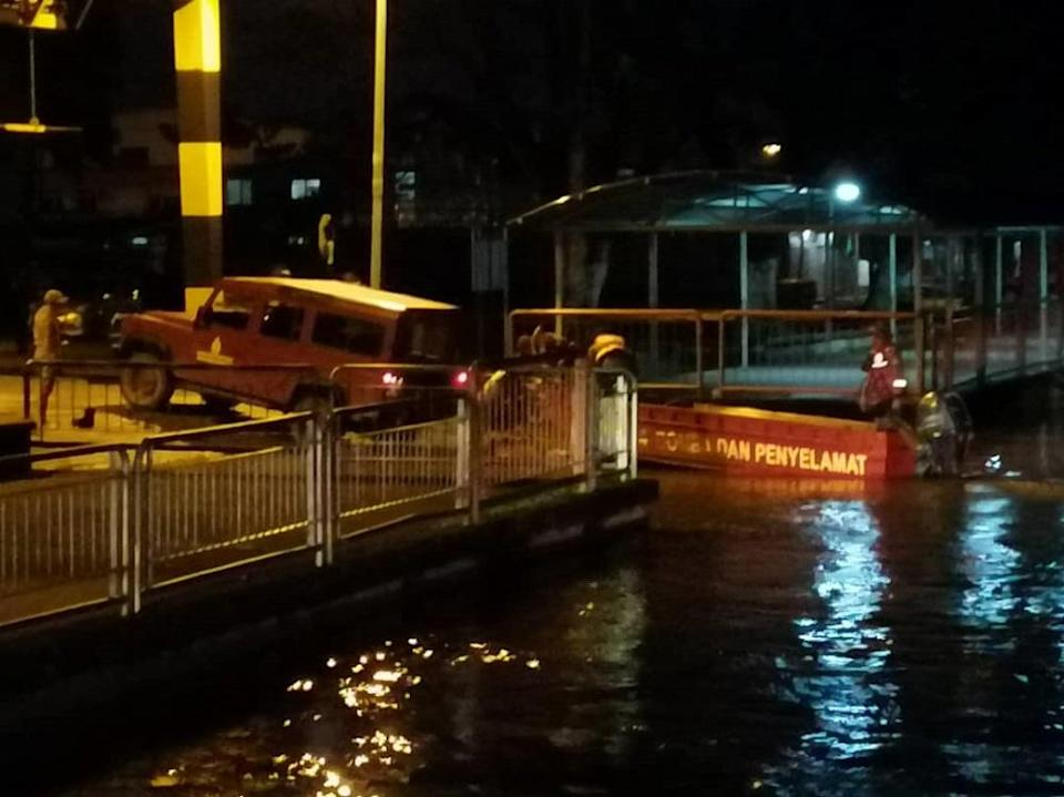 The car, with an unknown number of people inside, plunged into the river from this wharf in Bintulu last night. — Picture courtesy of Sarawak Bomba