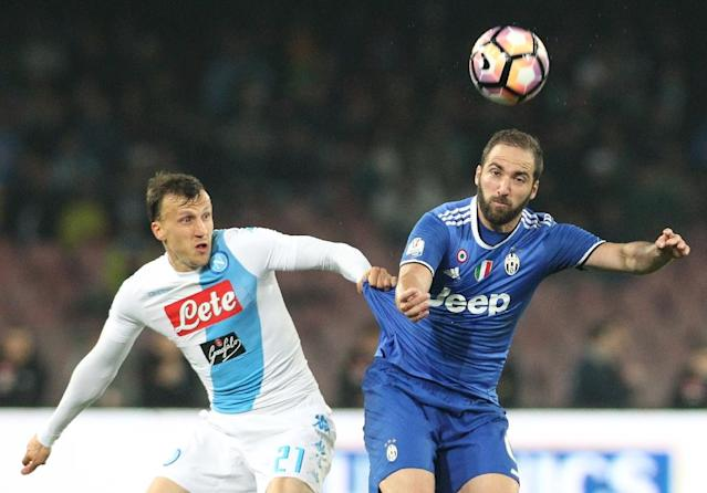 Juventus' forward Gonzalo Higuain (R) fights for the ball with Napoli's defender Vlad Chiriches during the Tim Cup semifinal second leg football match SSC Napoli vs Juventus FC on April 5, 2017 (AFP Photo/CARLO HERMANN)