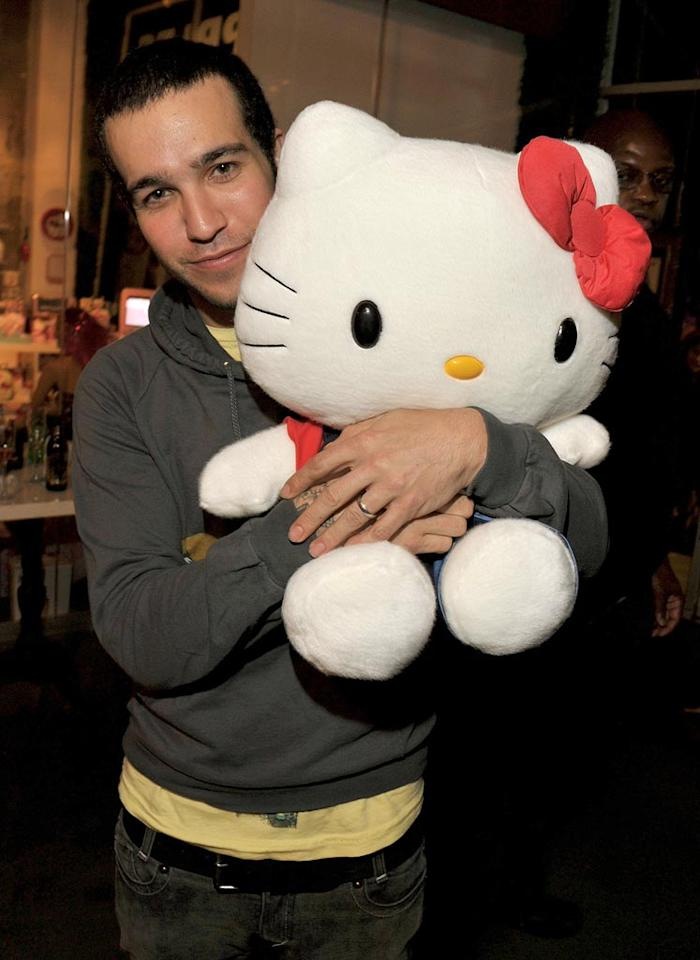 """Pete Wentz cuddles with a stuffed Hello Kitty, which we're sure he took home to his 11-month-old son, Bronx. Lester Cohen/<a href=""""http://www.gettyimages.com/"""" target=""""new"""">GettyImages.com</a> - October 22, 2009"""