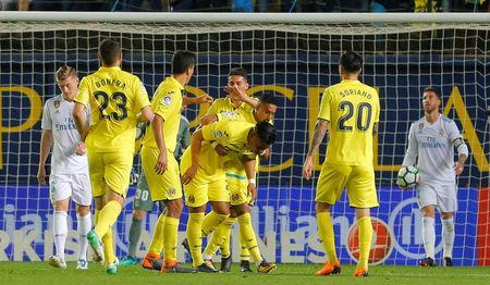 Soccer Football - La Liga Santander - Villarreal vs Real Madrid - Estadio de la Ceramica, Villarreal, Spain - May 19, 2018 Villarreal's Roger Martinez celebrates scoring their first goal with team mates as Real Madrid's Toni Kroos and Sergio Ramos look dejected REUTERS/Heino Kalis - RC1D4CBEE9C0