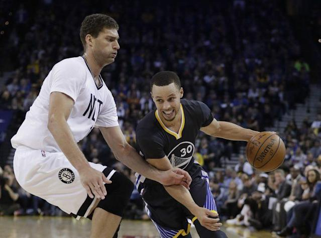 "<a class=""link rapid-noclick-resp"" href=""/nba/players/4612/"" data-ylk=""slk:Stephen Curry"">Stephen Curry</a> led the shorthanded Warriors to another record on Saturday. (AP)"
