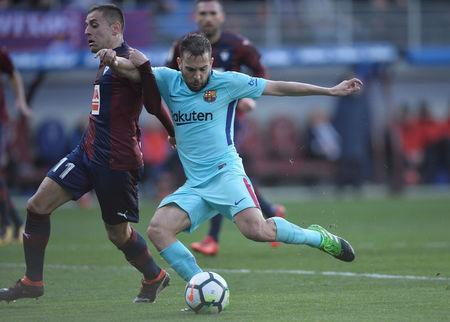 Soccer Football - La Liga Santander - Eibar vs FC Barcelona - Ipurua, Eibar, Spain - February 17, 2018 Barcelona's Jordi Alba in action with Eibar's Ruben Pena REUTERS/Vincent West