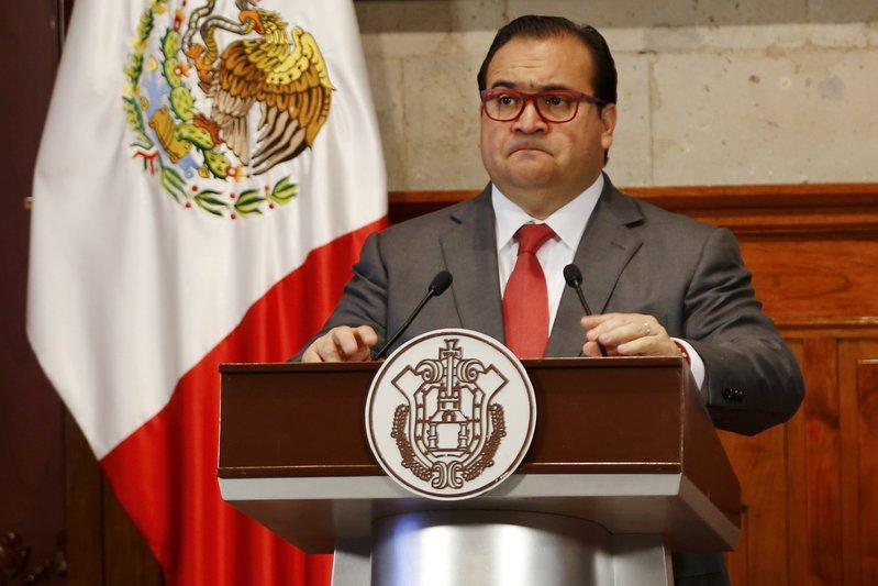 Javier Duarte, Governor of the state of Veracruz, attends a news conference in Xalapa, Mexico, August 10, 2015. REUTERS/Stringer/File Photo