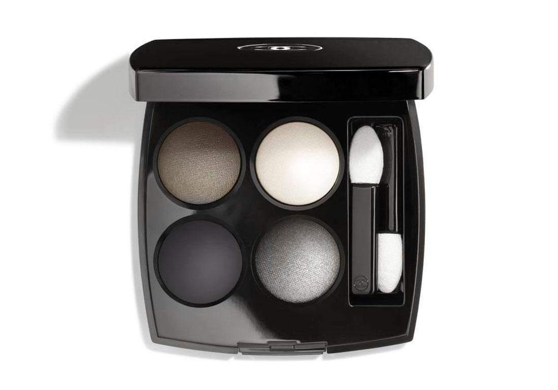 "53€<br/><br/><a target=""_blank"" href=""https://www.chanel.com/fr_FR/parfums-beaute/maquillage/p/yeux/ombres-a-paupieres/les-4-ombres-ombres-a-paupieres-effets-multiples-p164202.html#skuid-0164332"">Acheter</a>"