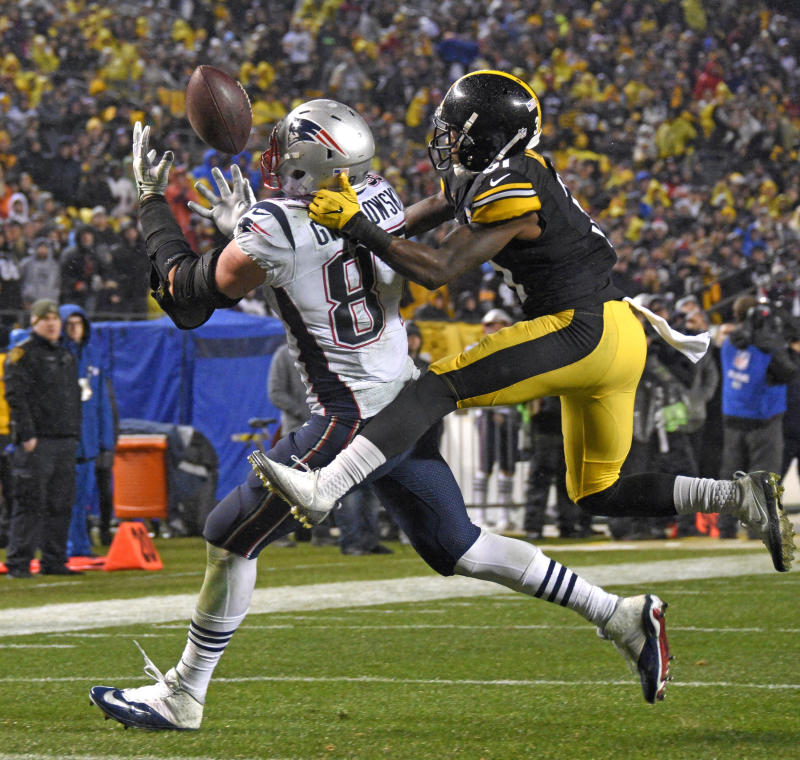 The Steelers had no answer for Rob Gronkowski in the final quarter on Sunday. (AP)