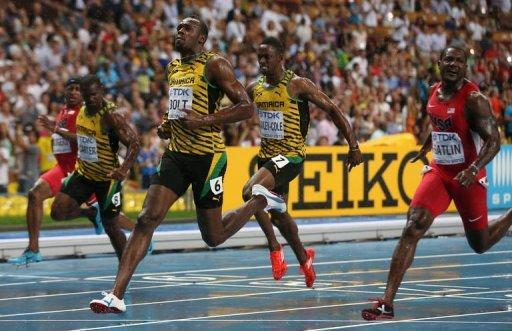 Jamaica's Usain Bolt (C) wins the 100 metres final ahead of US Justin Gatlin at the 2013 IAAF World Championships at the Luzhniki stadium in Moscow on August 11, 2013
