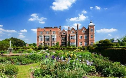 Hatfield House and its garden in Hertfordshire. - Credit: age fotostock / Alamy Stock Photo