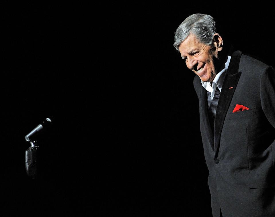 """<p>The famed comedian <a rel=""""nofollow"""" href=""""https://www.yahoo.com/entertainment/jerry-lewis-controversial-comic-titan-behind-nutty-professor-mda-telethon-dead-91-180652153.html"""" data-ylk=""""slk:died at the age of 91;outcm:mb_qualified_link;_E:mb_qualified_link;ct:story;"""" class=""""link rapid-noclick-resp yahoo-link"""">died at the age of 91</a> in his Las Vegas home on Aug. 20. Lewis starred in more than 50 movies, including <em>The Nutty Professor</em>, which he also wrote and directed. The """"King of Comedy"""" had a history of heart conditions, and that's what ultimately caused his death. Officially, the cause was listed as ischemic cardiomyopathy. (Photo: Getty Images) </p>"""