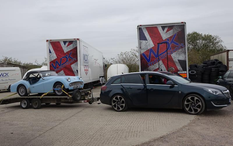 Vauxhall Insignia towing Triumph TR2