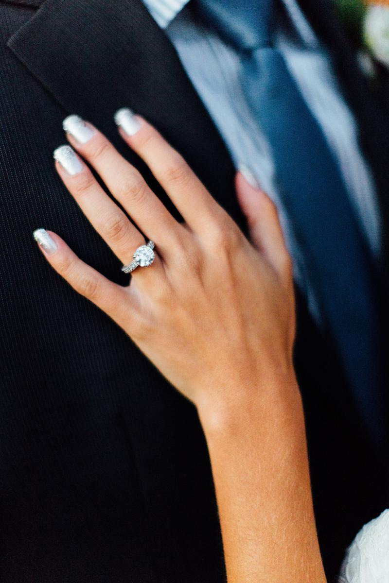10 Glitter Manis for the Oh-So Glamorous Bride