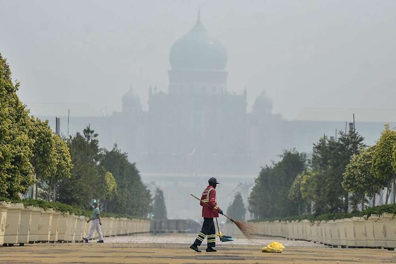 Putrajaya recorded an API reading of 175 at 8am today while Kuala Lumpur was at 154. — Picture by Shafwan Zaidon