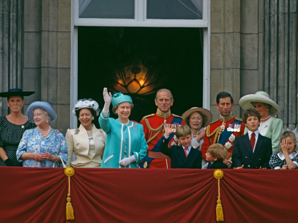 queen elizabeth trooping the colour 1990