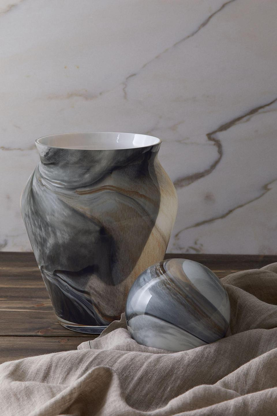 <p>This <span>Large Glass Vase</span> ($55) looks modern, sleek and expensive. Use it to display flowers. </p>