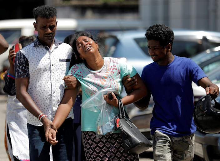 Relatives of victims react at a police mortuary, after bomb blasts ripped through churches and luxury hotels on Easter, in Colombo, Sri Lanka April 22, 2019. Photo: Dinuka Liyanawatte/Reuters)