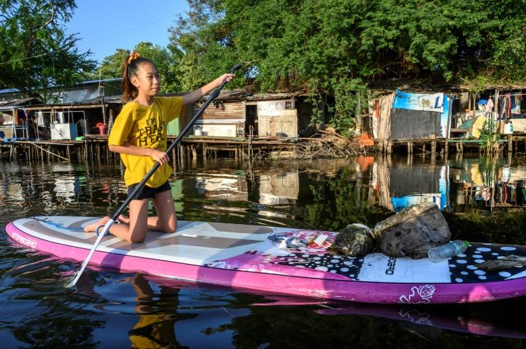 Lilly fishes out rubbish in her mission to clean up Thailand (AFP Photo/Sophie DEVILLER)