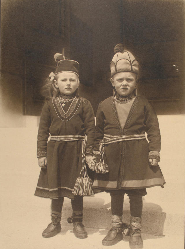 <p>Lapland children, possibly from Sweden. (Photograph by Augustus Sherman/New York Public Library) </p>