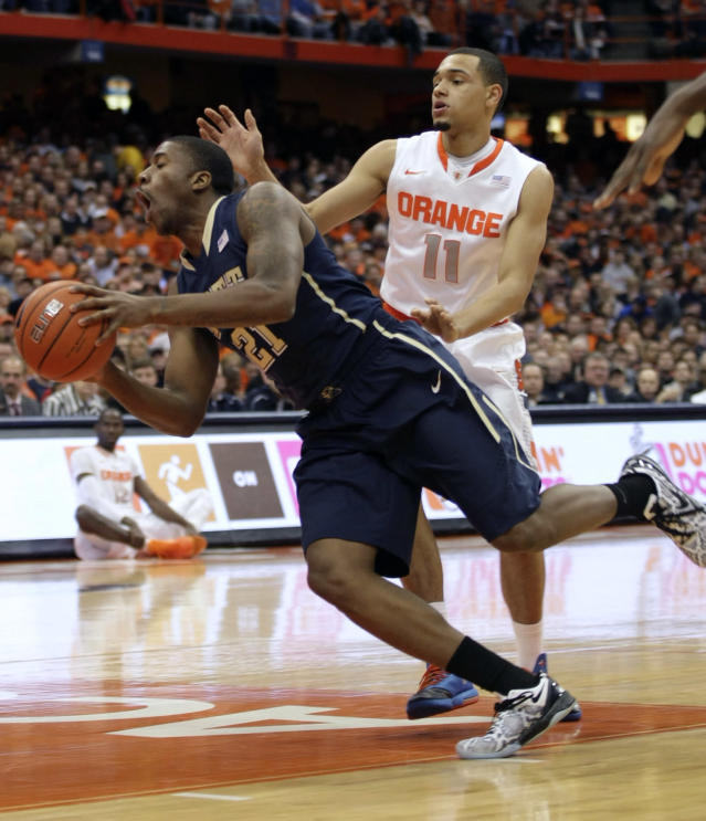 Pittsburgh's Lamar Patterson, left, drives past Syracuse's Tyler Ennis (11) in the first half of an NCAA college basketball game in Syracuse, N.Y., Saturday, Jan. 18, 2014. (AP Photo/Nick Lisi)