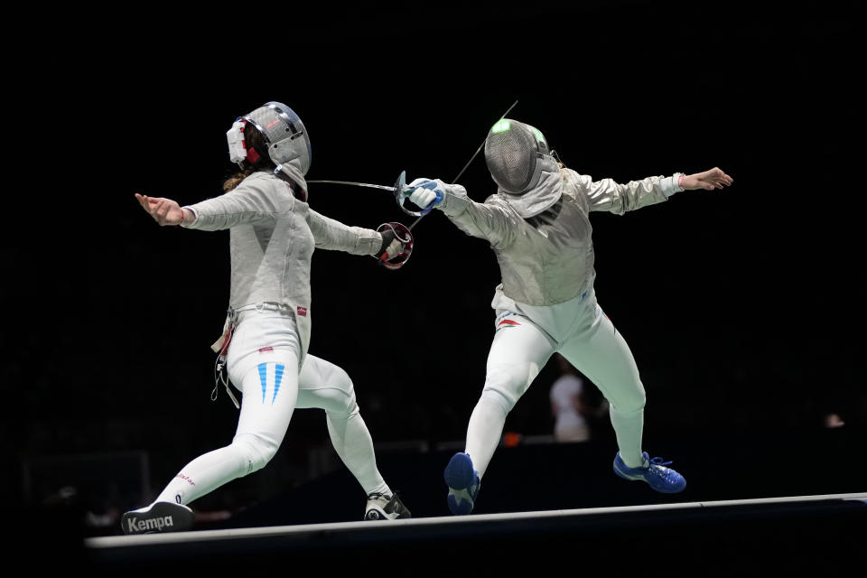 Argentina's María Belén Pérez Maurice (left) competes against Hungarian Anna Marton in the first of the saber competition at the Tokyo Olympics, on Monday, July 26, 2021. (AP Photo / Hassan Ammar)