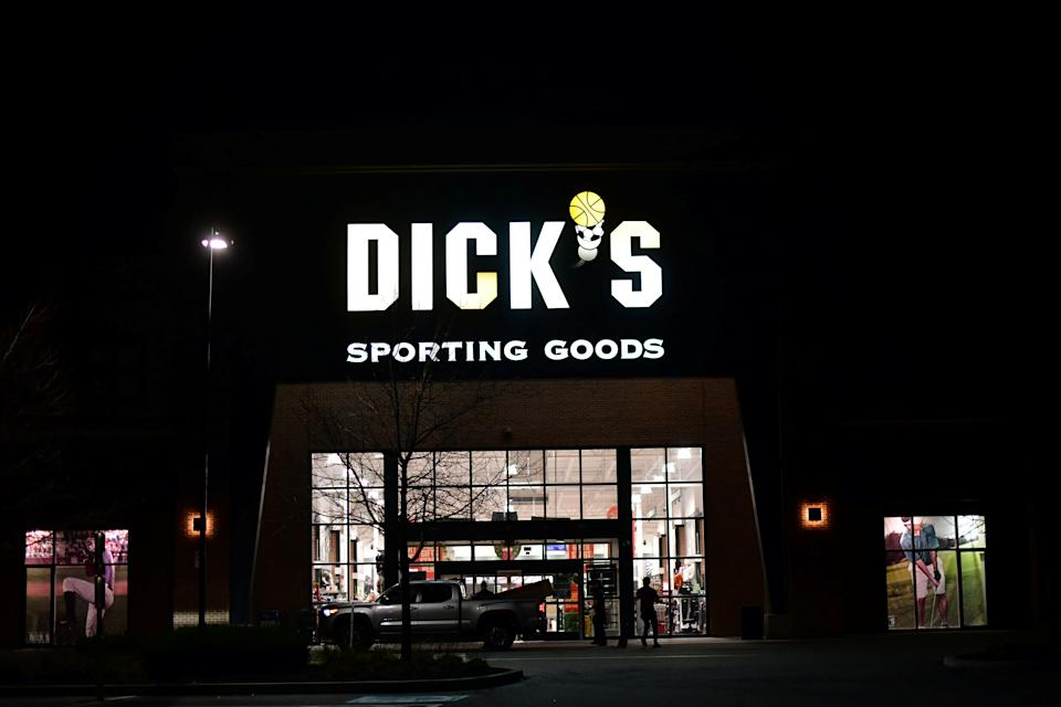 Shoppers load purchased merchandise into a truck outside a Dick's Sporting Goods store in Collegeville, Pennsylvania U.S. November 20, 2020. REUTERS/Mark Makela