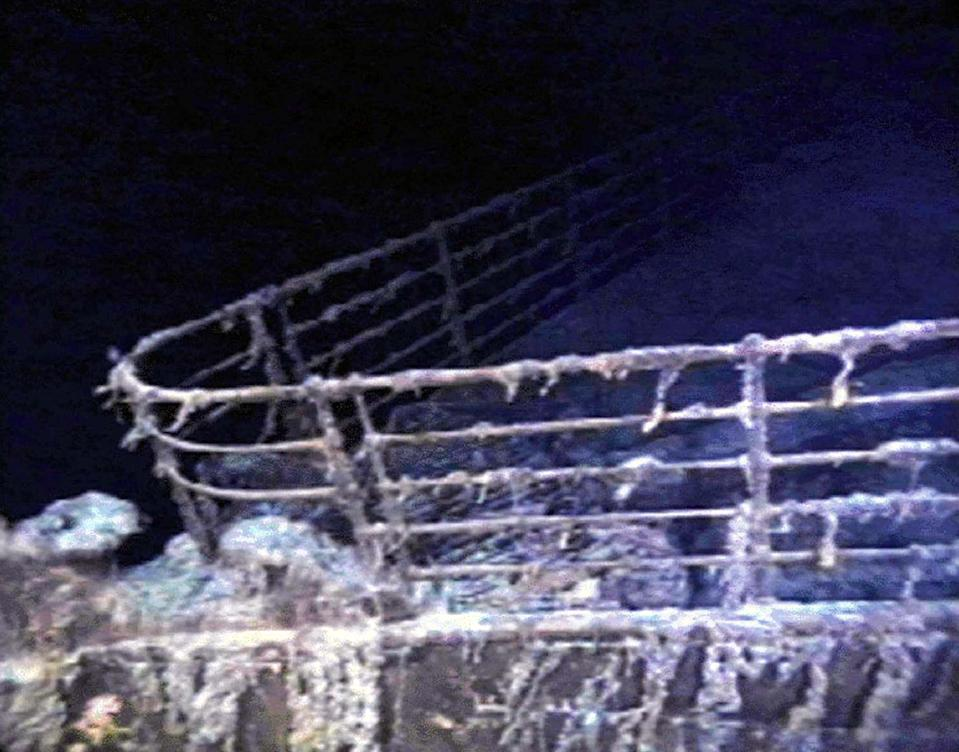 The port bow railing of the RMS Titanic lies in 12,600 feet of water about 400 miles east of Nova Scotia as photographed August 10, 1996, as part of a joint scientific and recovery expedition sponsored by the Discovery Channel and RMS Titantic. Scientists plan to illuminate and then raise the hull section of this legendary ocean liner later this month.  ? QUALITY DOCUMENT - PBEAHUMWICH
