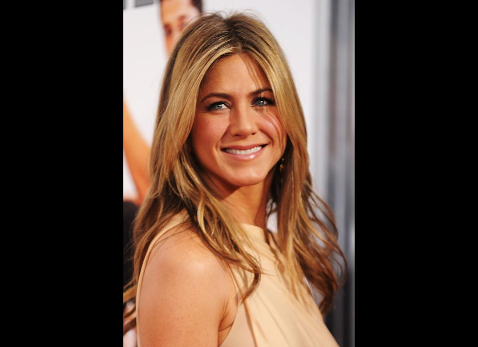NEW YORK - MARCH 16:  Actress Jennifer Aniston attends the premiere of 'The Bounty Hunter' at Ziegfeld Theatre on March 16, 2010 in New York, New York City.  (Photo by Stephen Lovekin/Getty Images)