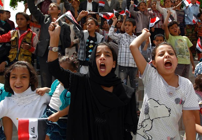 Yemeni children shout slogans during a protest in the capital Sanaa against the Saudi-led military operations, on June 6, 2015 (AFP Photo/Mohammed Huwais)