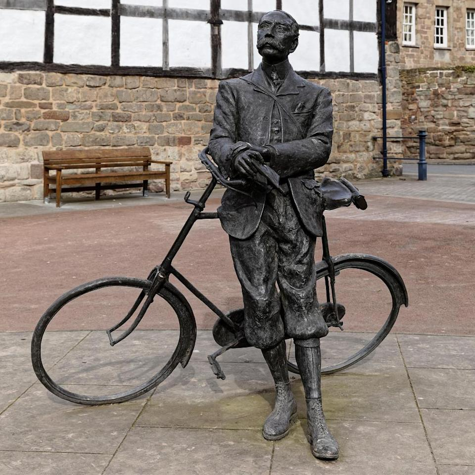 Jemma Pearson's 2001 sculpture in Hereford Cathedral Green of Elgar & his Sunbeam bicycle