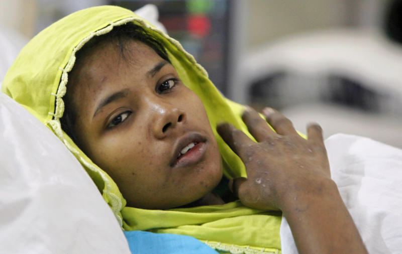 Bangladesh collapse survivor gives up garment work