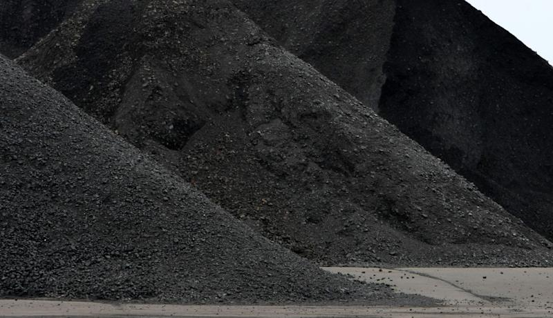 China is Likely to Cap Annual Coal Imports at 300 Million Tons
