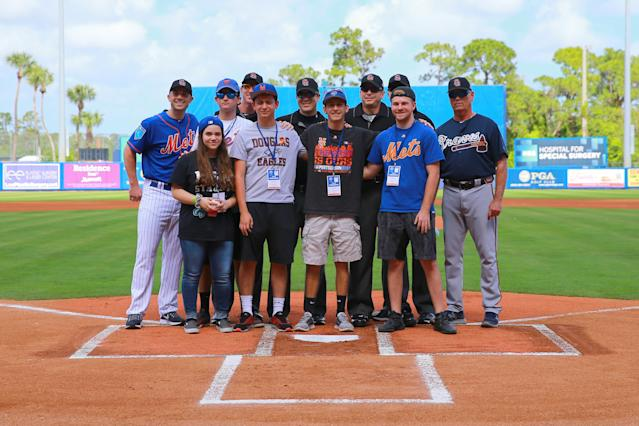 <p>Students from Marjory Stoneman Douglas High School in Parkland, Fla., pose with New York Mets David Wright and umpires before the game against the Atlanta Braves at First Data Field in Port St. Lucie, Fla., Feb. 23, 2018. (Photo: Gordon Donovan/Yahoo News) </p>