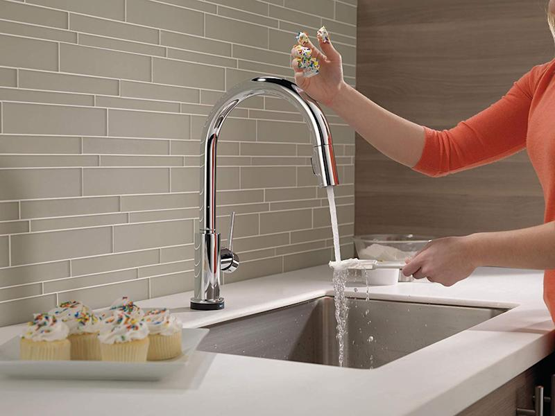 This is smartest way to use a kitchen sink faucet. (Photo: Amazon)